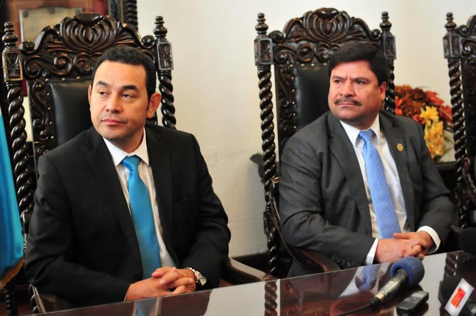 El presidente electo Jimmy Morales se reunió con el presidente de la Corte Suprema de Justicia Rafael Rojas. (Foto: Alejandro Balán/Soy502)
