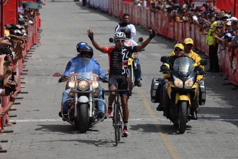 Alder Torres se quedó con el primer lugar de la segunda etapa de la Vuelta Ciclística a Guatemala. (Foto: Diego Galiano/Nuestro Diario)