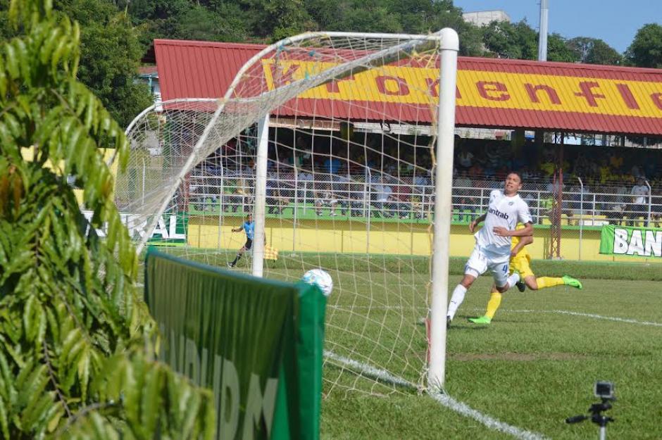 Gallardo no pudo detener el disparo de Klug que significó el 1-0 para Guastatoya