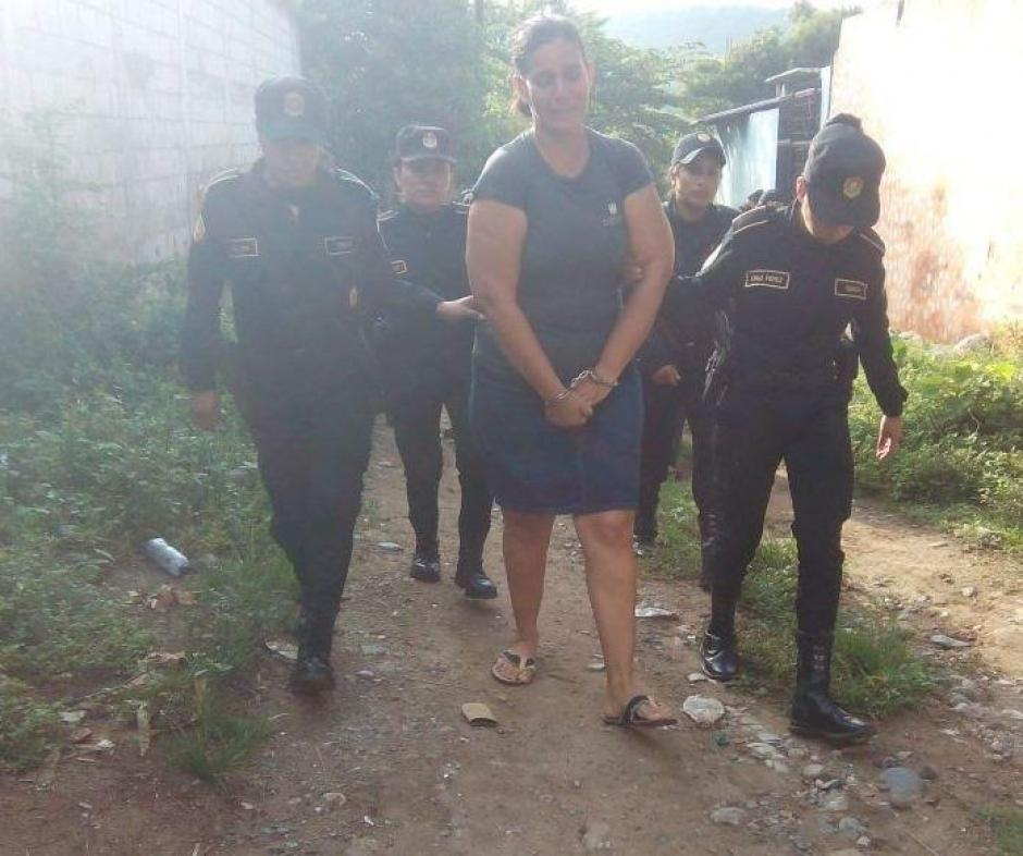 La madre del reo Aura Ovalle fue capturada sindicada de asesinato. (Foto: PNC)