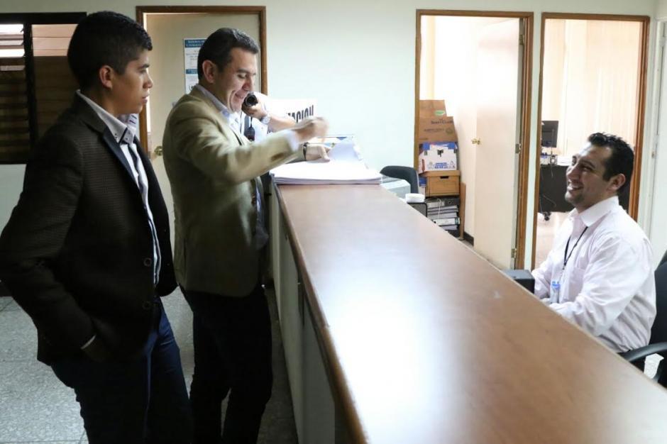 Juan Carlos Ríos de Fedefutbol presenta recurso de amparo contra CDAG. (Foto: Alejandro Balan/Soy502)