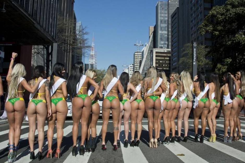 Las candidatas de Miss Bumbum 2015 paralizan las calles de Sao Paulo. (Foto: AFP)