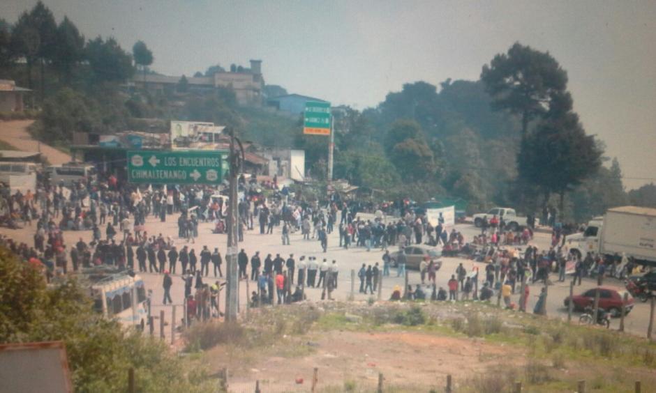 Los manifestantes también se hicieron presentes en el tramo conocido como Cuatro Caminos. (Foto: Pedro Sicajau/ Nuestro Diario)