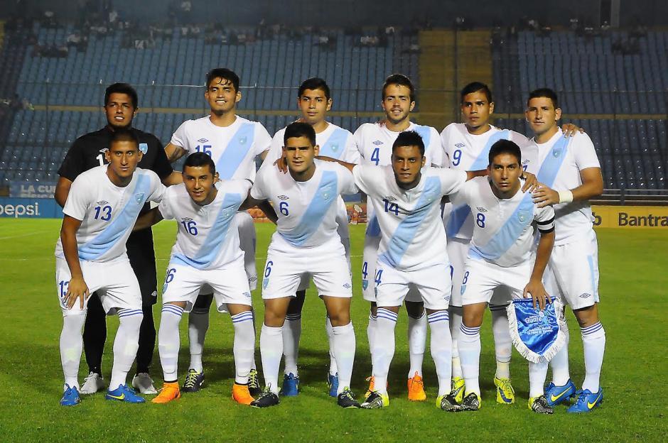 El once inicial de la Bicolor Sub 23 frente a Costa Rica en el juego de ida del repechaje. (Foto: Nuestro Diario)