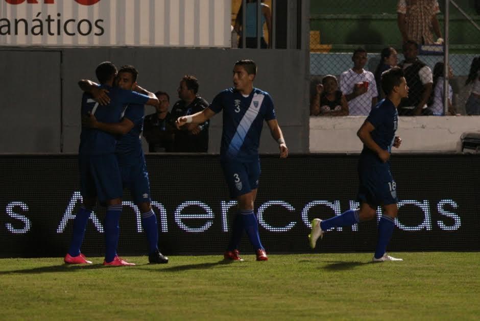 Gerson Tinoco festeja su primer gol con la selección de futbol de Guatemala. (Foto: Orlando Chile/ Nuestro Diario)