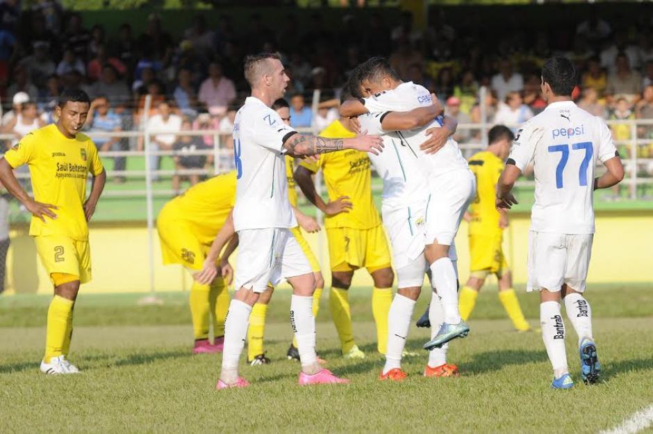 Carlos Mejía anotó el gol que le dio a Comunicaciones el empate al minuto 81 ante Guastatoya