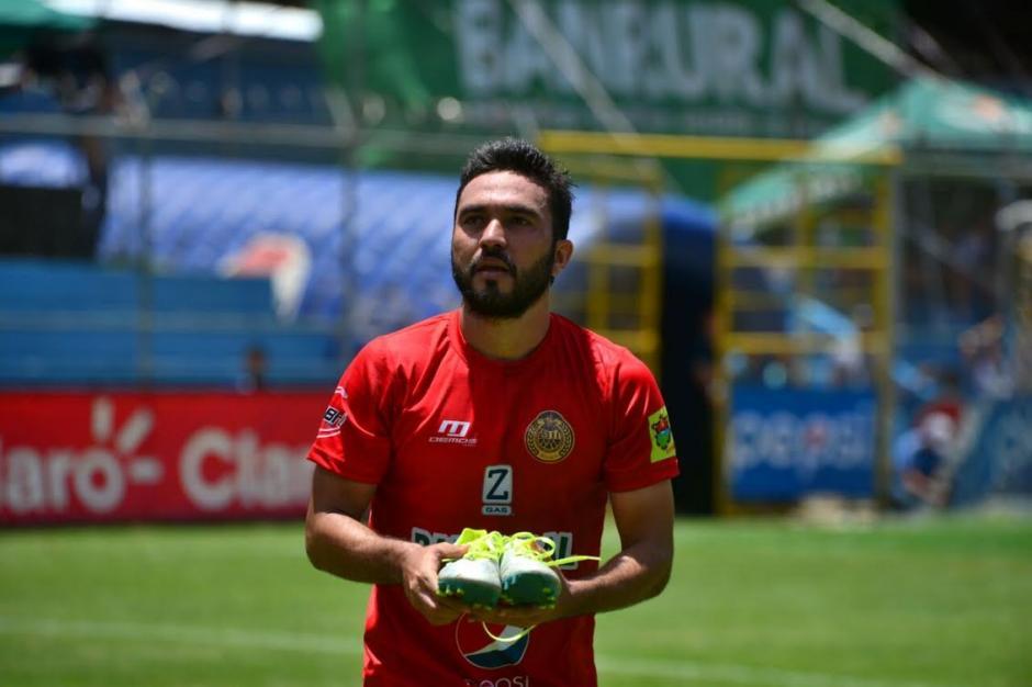 Carlos Kamiani Félix marcó doblete y regaló dos pares de zapatos de futbol. (Foto: Wilder López/Soy502)