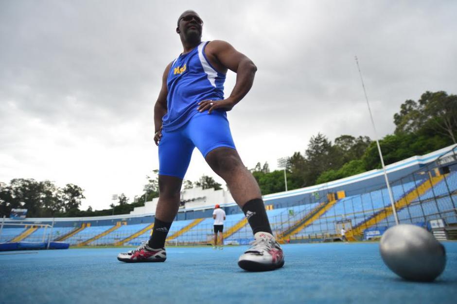 El deportista guatemalteco Isaac Leiva, competirá en los Juegos Parapanamericanos de Toronto 2015 y es el abanderado nacional. (Foto: Wilder López/Soy502)