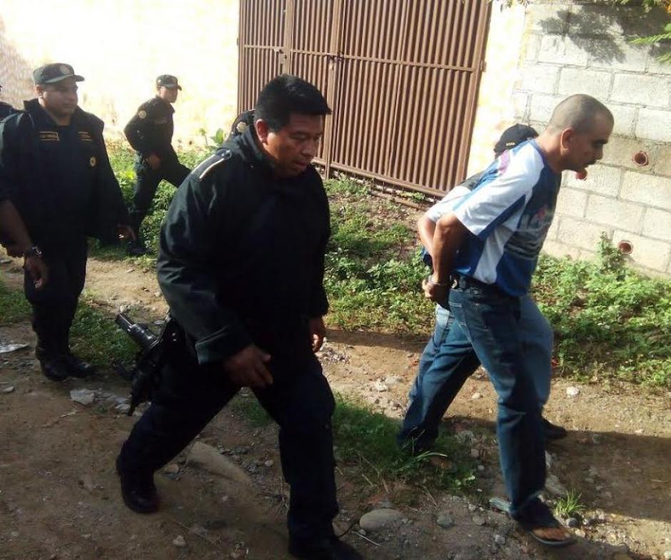 El padre del reo Héctor Archila y el cuñado José Alonso también fueron aprehendidos. (Foto: PNC)