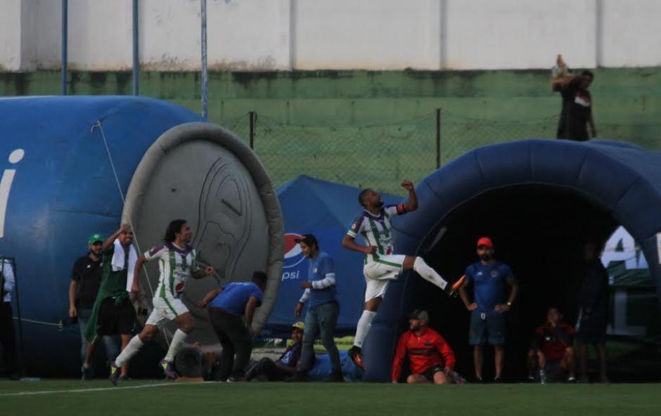 Russell anotó el gol de la victoria para Antigua GFC. (Foto: Fredy Hernández/Soy502)