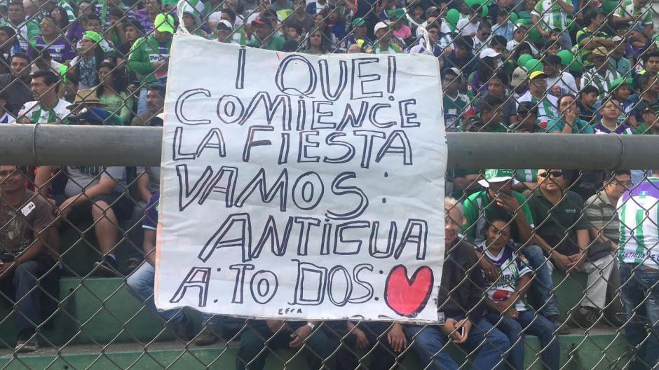 """Las pancartas en apoyo a los """"panzas verdes"""" no faltaron. (Foto: Luis Barrios/Soy502)"""