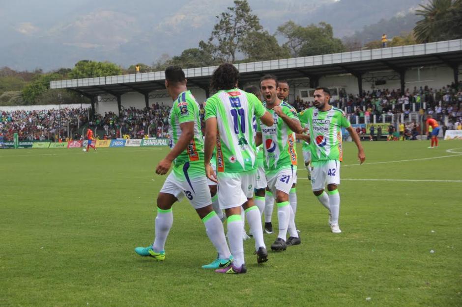 Los antigüeños abrieron el marcador durante el pirmer tiempo del juego. (Foto: Fredy Hernández/Soy502)