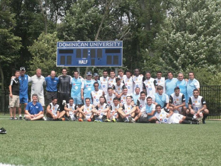La Bicolor posó en grupo al concluir la práctica en la Universidad de los Dominicos. (Foto: Francisco Nieves/Fedefut)
