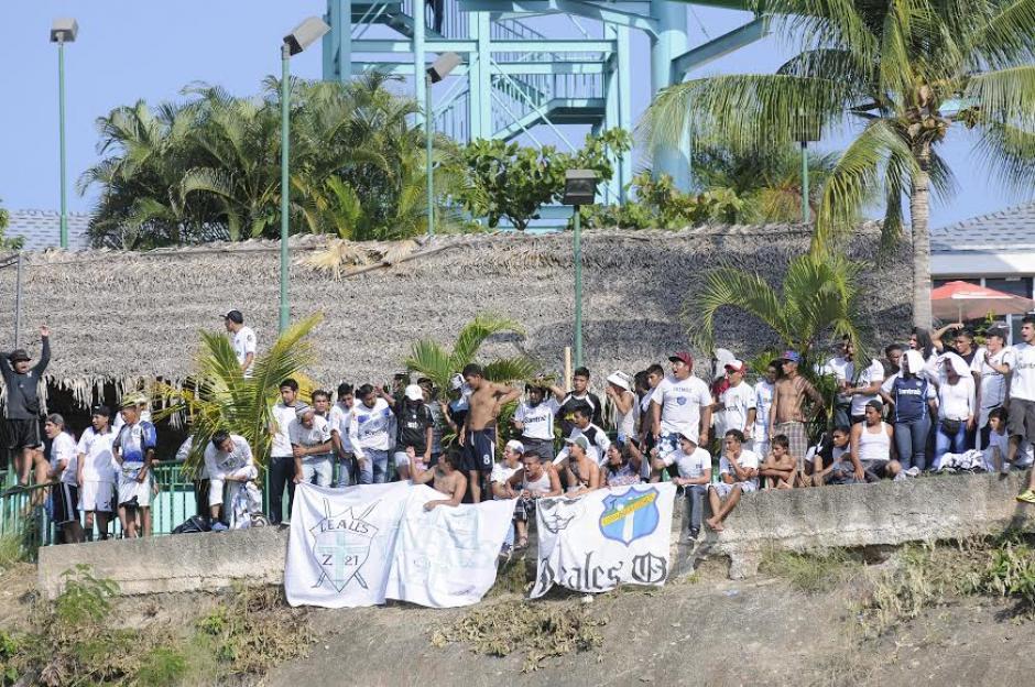 Parte de la porra de Comunicaciones acompañó al equipo hasta Guastatoya