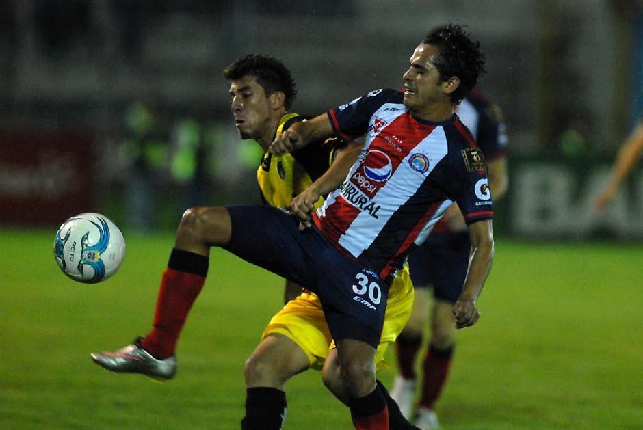 Xela y Comunicaciones empataron 2-2 en el Mario Camposeco. (Foto: Nuestro Diario)