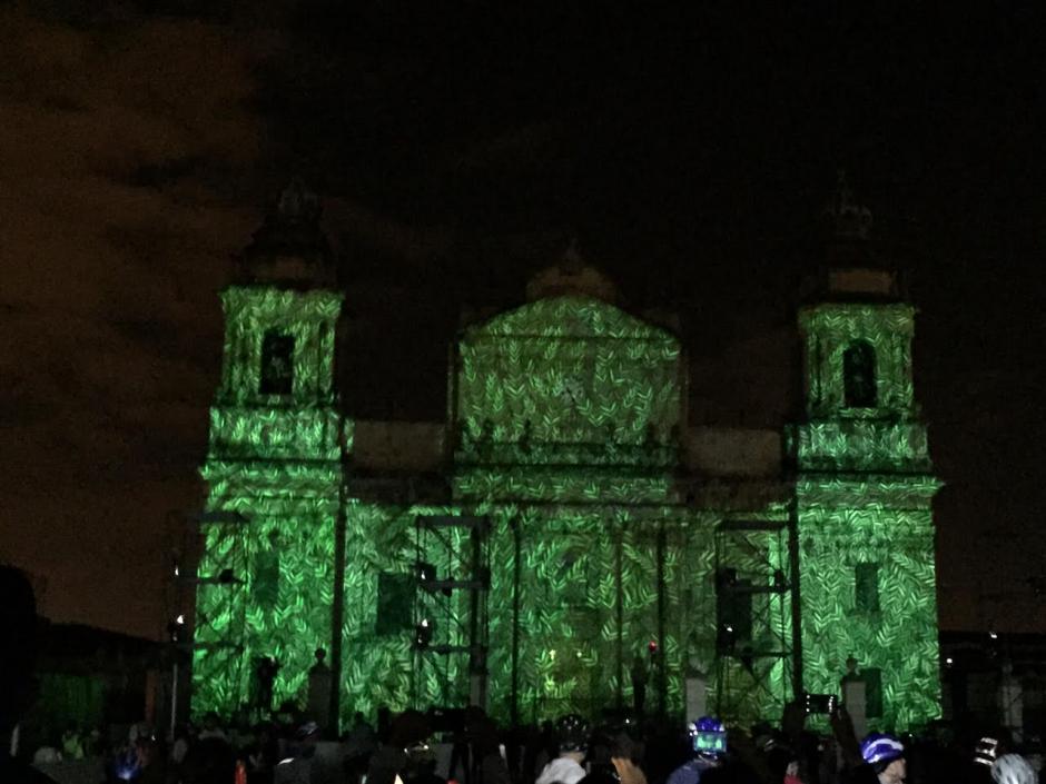 Las imágenes se proyectaban en intervalos de diez minutos. (Foto: Gustavo Méndez/Soy502)