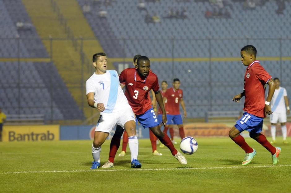 Los delanteros guatemaltecos no pudieron superar la férrea zaga costarricense. (Foto: Nuestro Diario)