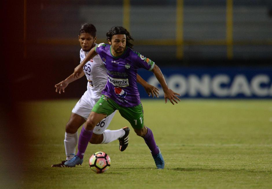 Agustín Herrera tuvo una inmejorable posibilidad de gol al cierre del partido. (Foto: El Diario de Hoy)