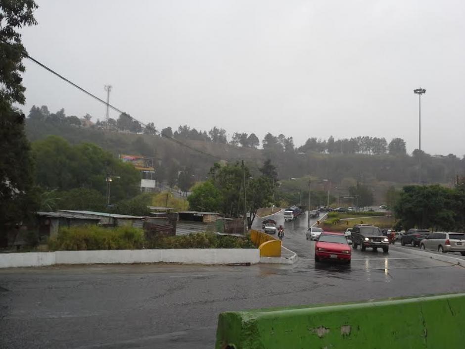 El paso de un Frente Frío mantendrá la lluvia durante las próximas horas informó el Insivumeh. (Foto: Evelyn de León/Soy502)