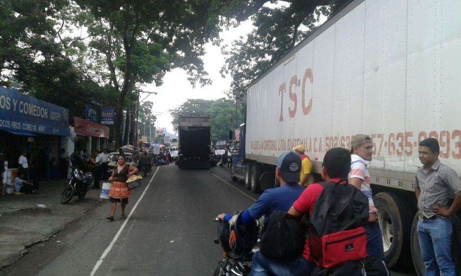 Los bloqueos provocaron largas filas de vehículos en diferentes puntos del país. (Foto: Eduardo Santos/Nuestro Diario)