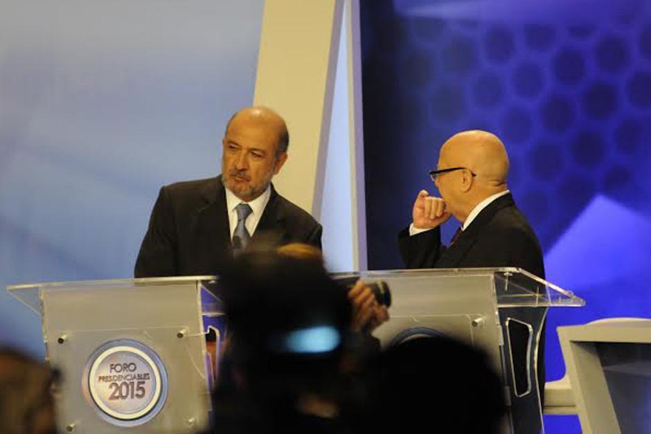 Lizardo Sosa intercambia algunas palabras con Miguel Ángel Sandoval