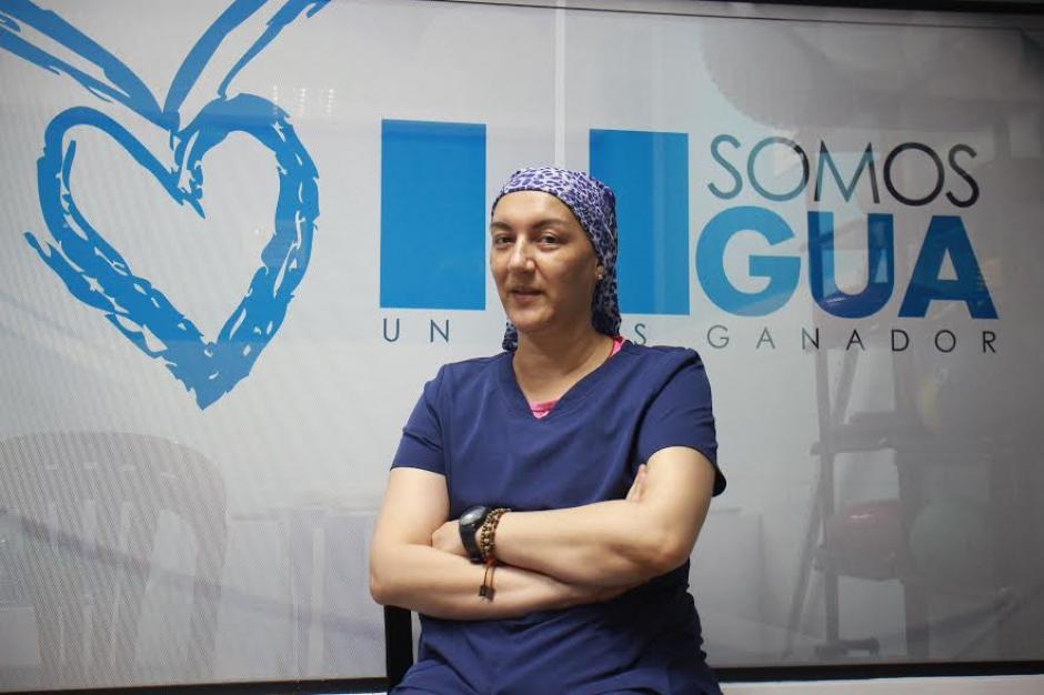 Patty Rivera trabaja en la unidad de médica del Comité Olímpico Guatemalteco, donde atiende a los atletas lesionados. (Foto: Alejandro Balán)