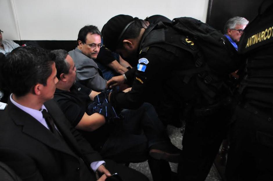 Los once capturados por el caso de corrupción en el IGSS escucharon los motivos de su detención. (Foto: Alejandro Balán/Soy502)