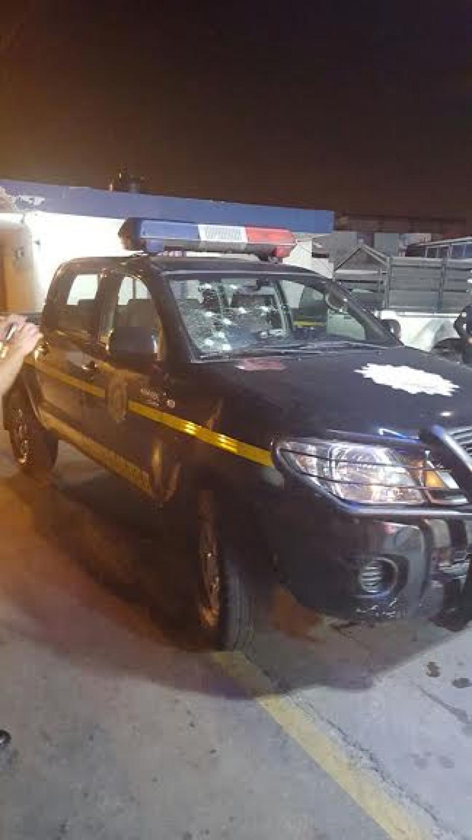 Autopatrulla recibió disparos luego de enfrentamiento armado contra los supuestos responsables de un ataque en la Colonia El Milagro. (Foto: Policía Nacional Civil)