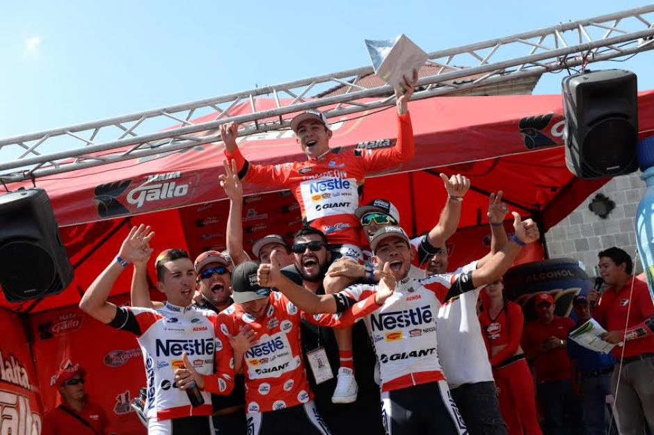 El equipo costarricense de Nestlé, a donde pertenece Román Villalobos, ganador de la competencia. (Foto: Diego Galiano/Nuestro diario)