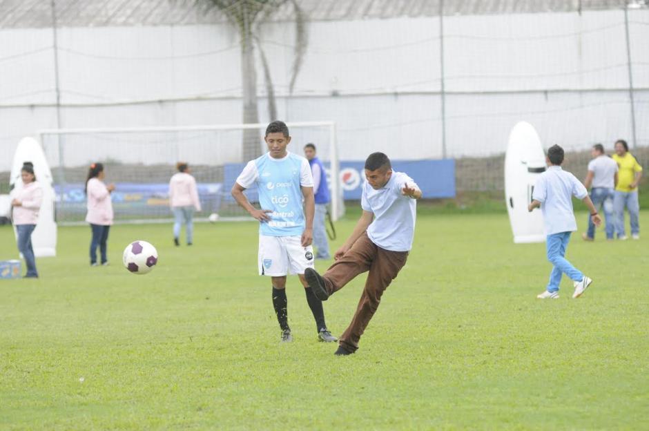 Los jóvenes pudieron interactuar con los jugadores dentro del terreno de juego
