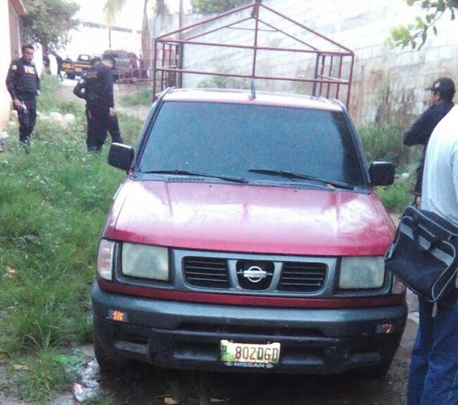 Vista del picop rojo utilizado para realizar el traslado del reo y utilizado para el crimen. (Foto: PNC)