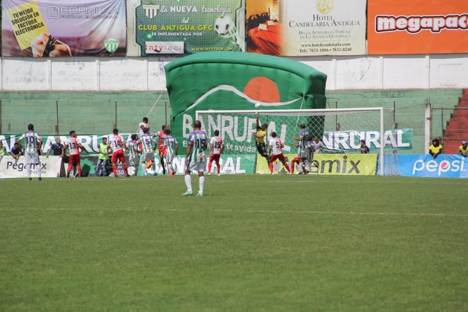 Antigua GFC superó 2-1 a Mictlán en el estadio Pensativo. (Foto: Fredy Hernández)