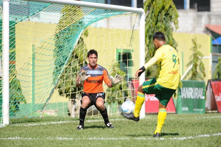 Luis Pedro Molina volvió a jugar con Comunicaciones luego de muchos años. (Foto: Nuestro Diario)