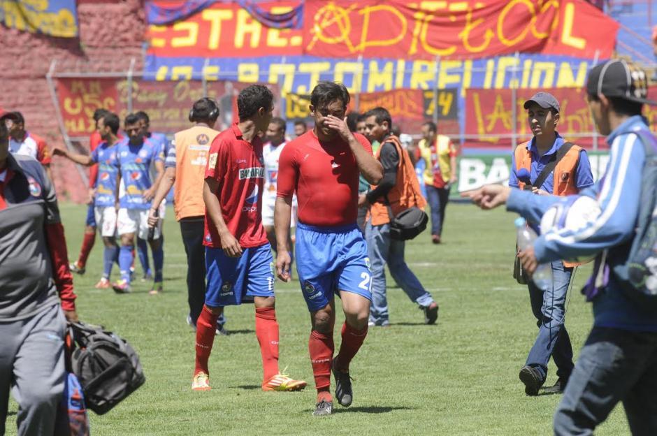 A pesar de la presencia de Carlos Ruiz como titular, Municipal cayó ante Mictlán. (Foto: Álvaro Yool/Nuestro Diario).