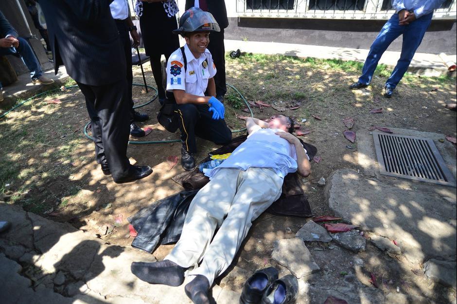 El empresario fue atendido en las afueras del juzgado de Villa Nueva. (Foto: Jesús Alfonso/Soy502)