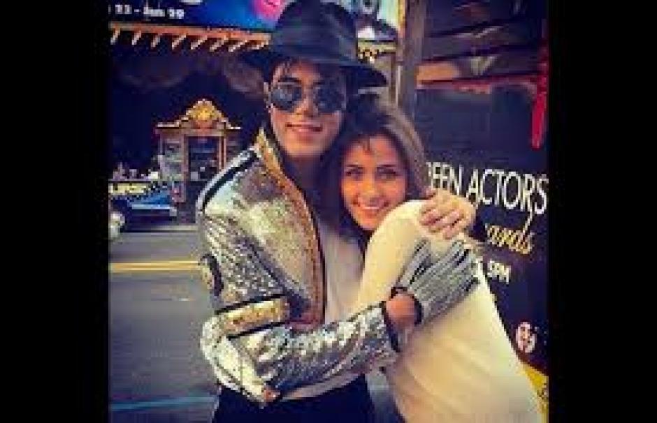 Michael Jackson y su hija posaron juntos en California. (Foto: Caracol TV)