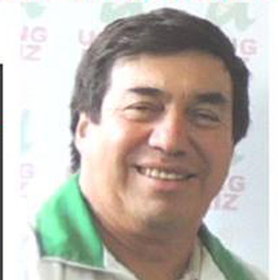 Nació el 12 de julio de 1958. Aunque es nativo de Tiquisate, Escuintla, Saúl Contreras, quien es médico graduado de la Universidad de San Carlos, busca la vara edilicia por el partido Unidad Revolucionaria Nacional Guatemalteca (URNG).