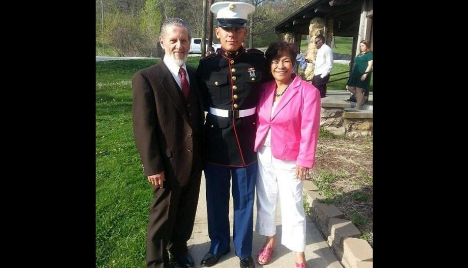 Lawrence John Ripple, su esposa Remedios y su nieto. (Foto: Facebook)