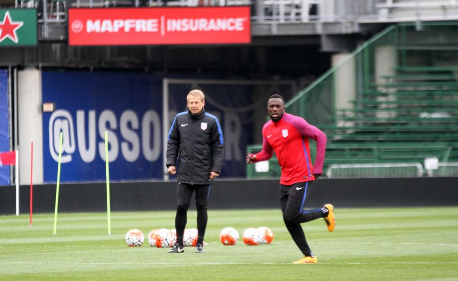 El técnico Jürgen Klinsmann estuvo atento a la práctica.  (Foto: Luis Barrios/enviado especial de Soy502)