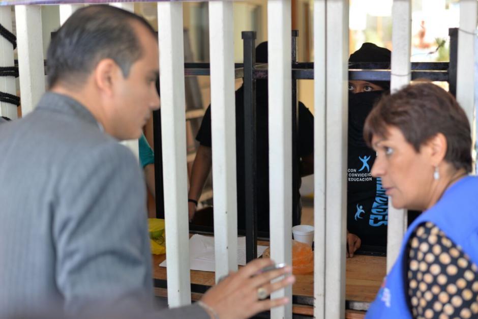 Los miembros de la PDH recibieron información de los estudiantes. (Foto: Wilder López/Soy502)