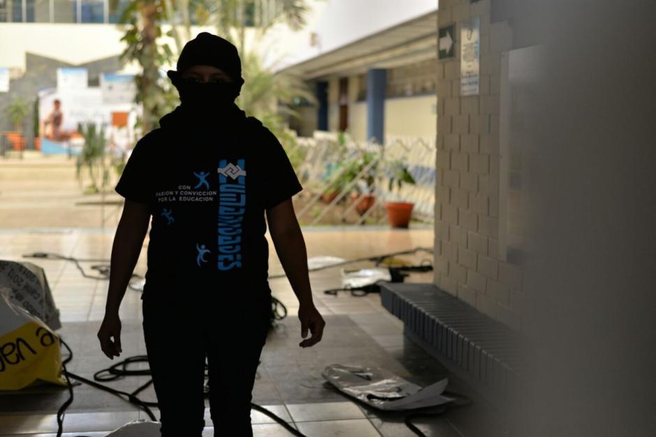 Los estudiantes impiden la elección del Decano. (Foto: Wilder López/Soy502)