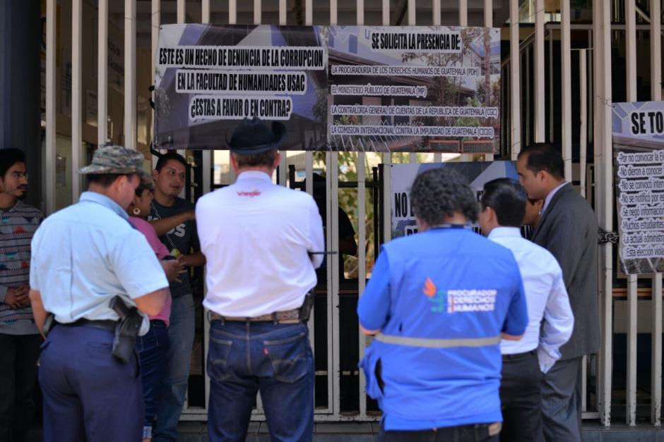 Estudiantes argumentan anomalías en proceso de elecciones de la Facultad de Humanidades. (Foto: Wilder López/Soy502)