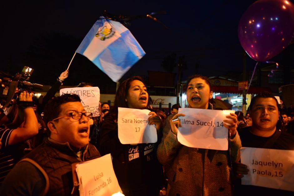 Los estudiantes pidieron justicia por la muerte de 40 niñas. (Foto: Jesús Alfonso/Soy502)