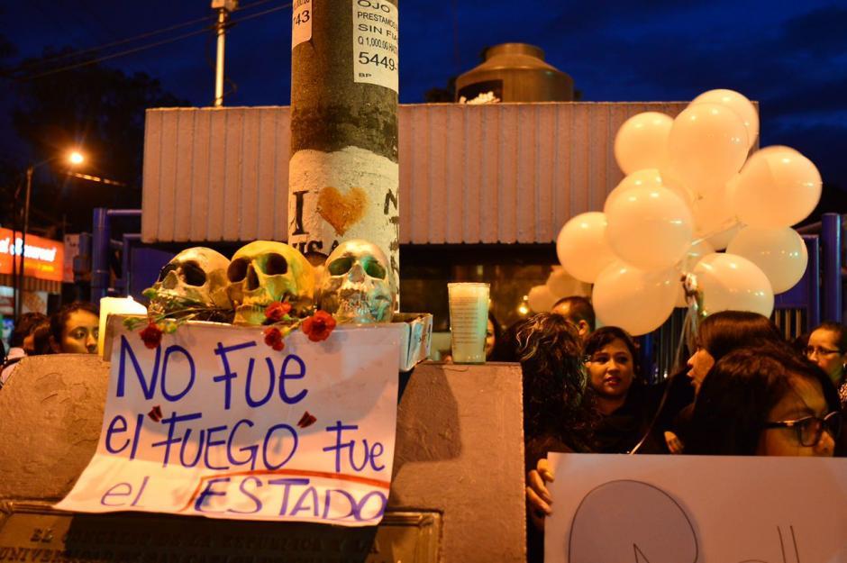 Esta era una de las pancartas de la protesta. (Foto: Jesús Alfonso/Soy502)