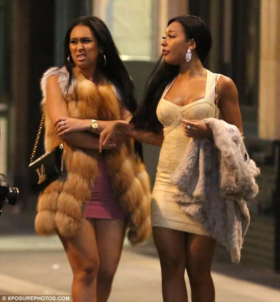 Las mujeres llamaron la atención por sus atuendos. (Foto: Daily Mail)