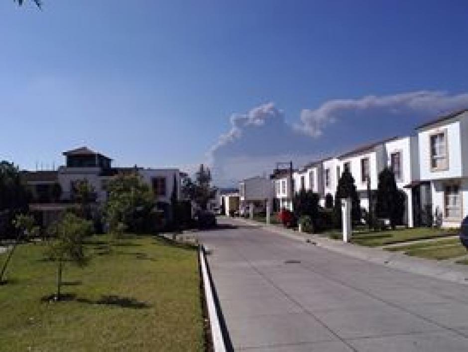 El usuario de Facebook Chris Santos envía una fotografía de la erupción del volcán.