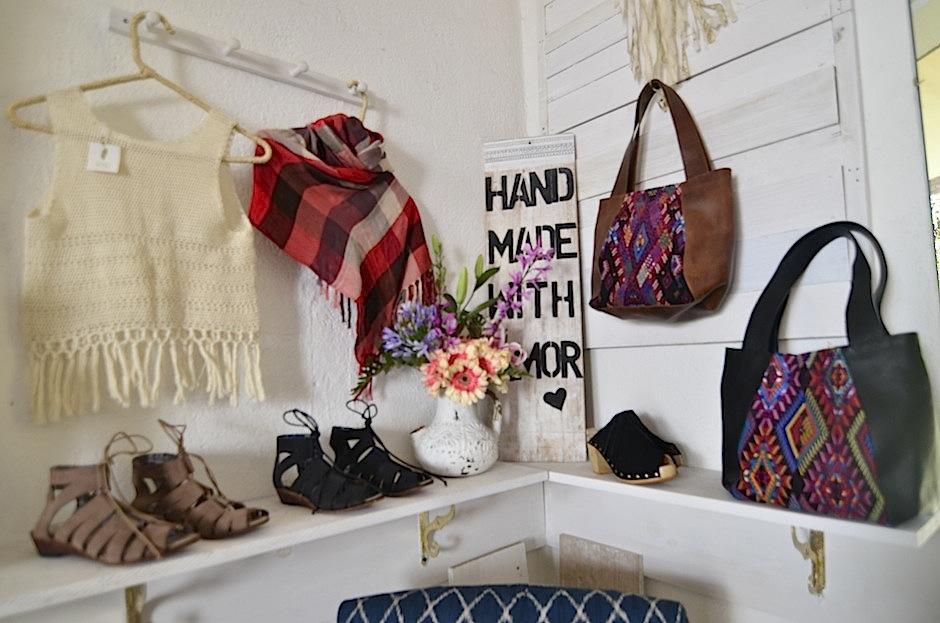 Los textiles resaltan en cada pieza. (Foto: Selene Mejía/Soy502)