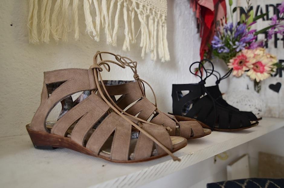 Chinitas, botas, sandalias, todo se vale. (Foto: Selene Mejía/soy502)