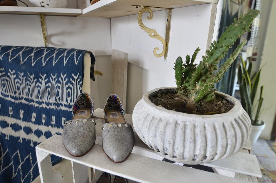 Estas zapatillas fueron hechas por artesanos guatemaltecos. (Foto: Selene Mejía/Soy502)