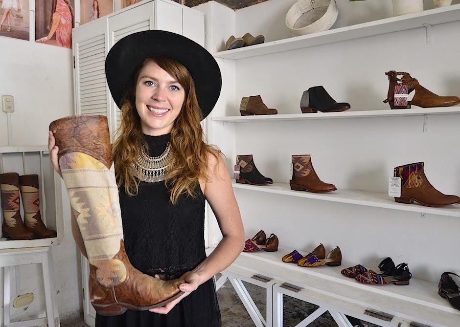 Este fue el primer par de botas que inició el sueño. (Foto: Selene Mejía/Soy502)